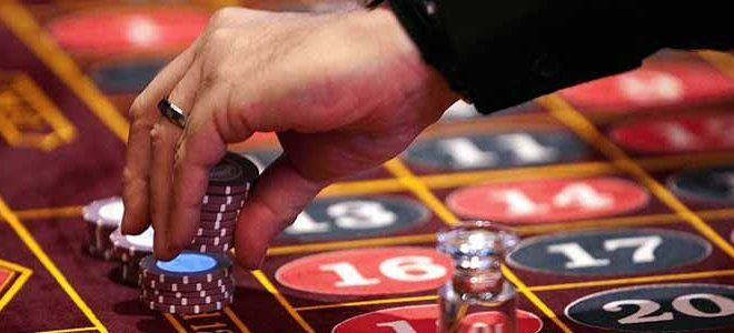 Play the online gambling games for profit